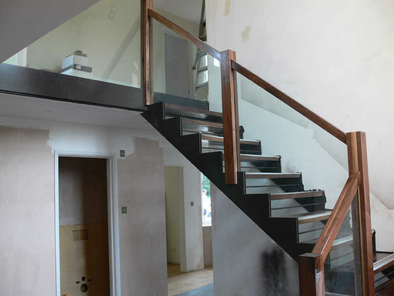 Internal steel staircase with channel stringers for glass and wooden balustrade. </br><a href='staircase3.html'>Click here to see more pictures of this staircase!</a>